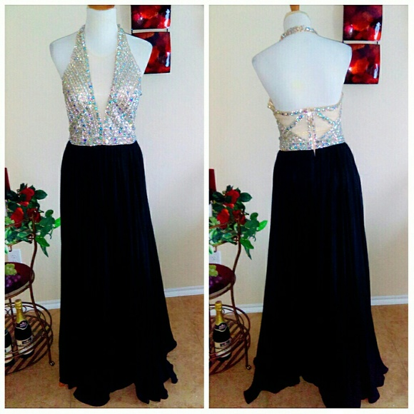 Boutiqe Dresses & Skirts - Beautiful Rhinestone Nude & Black Flowy Gown